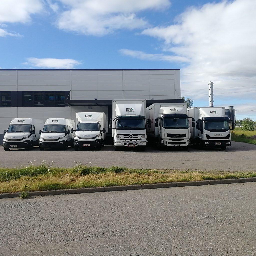 Kuljetuspalvelut paketti- tai kuorma-autolla tarpeidesi mukaan koko maahan ja ulkomaille.